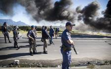 Saps and Metro Police block Vrygrond Avenue after a brief skirmish with protesting taxi drivers in Cape Town this morning. Picture: Thomas Holder/EWN