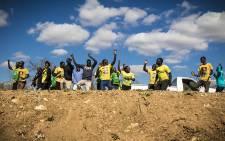 ANC supporters rally along the roadside between Malamulele and Vuwani. Picture: Thomas Holder/EWN.