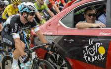 Great Britain's Mark Cavendish (left) speaks with former Belgian cyclist Eddy Merckx at the start of the 223.5 km fourth stage of the 102nd edition of the Tour de France cycling race on 7 July, 2015, between the Belgian city of Seraing and Cambrai, northern France. AFP PHOTO
