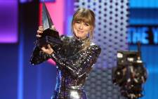 Taylor Swift accepts her award at the American Music Awards on 9 October 2018. Picture: AFP