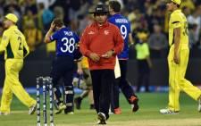 FILE: Pakistani umpire Aleem Dar (C).  Picture: AFP.