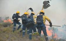 FILE: Working on Fire members, together with other teams, are attending to fires along the Outeniqua Mountains. Picture: Twitter/@wo_fire