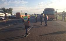 The National Traffic Intervention Unit (NTIU) staged a roadblock on the notorious Moloto Road on 17 October 2012, targetting public transport vehicles. Picture: Barry Bateman/EWN