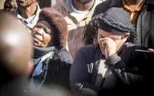 An emotional Colleen Duister wipes a tear from her face outside the Germiston pathology laboratory where she has waited for a week for the body of her three-year-old child due to the forensic workers' strike. Picture: Reinart Toerien/EWN.