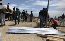 The City of Cape Town distributes building materials to affected families on 22 October following a shack fire. Picture: Monique Mortlock/EWN