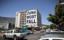 A big billboard at the top of Long Street in Cape Town reads: Zuma Must Fall. Picture: Thomas Holder/EWN