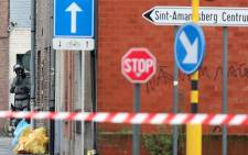 A Belgian policeman takes position near the Pilorijnstraat after four armed men invaded an apartment near Ghent on 15 December, 2014. Four armed men have taken a hostage in the apartment, but no terror link is suspected, prosecutors said. Picture: AFP.