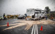 FILE: Clean-up crews spread sand over the oil that has spilled on the R44 outside of Stellenbosch after a bus crash. Picture: Thomas Holder/EWN