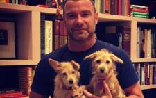 """""""Ray Donovan"""" actor Liev Schreiber seen with the two dogs who were displaced by Hurricane Harvey. Picture: Instagram/@lievschreiber."""