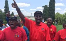 Former Cosatu General Secretary Zwelinzima Vavi sings during a demonstration against the new pension laws. Picture: Vumani Mkhize/EWN.