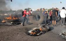 Ennerdale residents shutdown all exits to the area on 5 October 2018, in an effort to show solidarity for their list of grievances which has been growing daily since 1994. Picture: Louise McAuliffe/EWN.