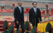 US President Barack Obama (L) and his Vietnamese counterpart Tran Dai Quang review an honour guard during a welcoming ceremony at the Presidential Palace in Hanoi on 23 May, 2016. Picture: AFP.
