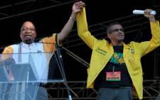 FILE: ANC Councillor Tony Ehrenreich (R) with President Jacob Zuma (L). Picture: EWN.