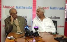 FILE: Former prison mates and struggle icons Ahmed Kathrada and Laloo Chiba. Picture: Vumani Mkhize/EWN.