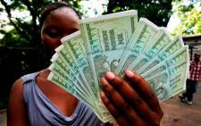 FILE: A new survey shows that 90% of Zimbabwe's workers are pessimistic about the country's economy. Picture: EPA.