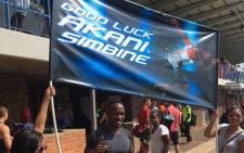 Akani Simbine before his 100m race. Picture: Twitter.