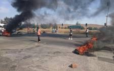 Protesting Zakariyya Park residents blockade the Golden Highway on 30 April 2018. Picture: JMPD