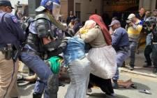 police-refugees-clash-ewnjpg