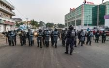 FILE: After an altercation with protesters, police expand the perimeter leading to Capitol Hill after the protest against the deepening economic crisis under Liberian President George Weah, in Monrovia on 6 January 2020. Picture: AFP.
