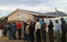SA Citizens line up to cast their votes on 2009 elections at Mokone primary school