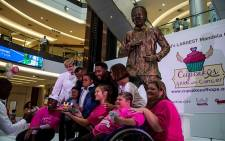 The unveiling of the Mandela cake at Sandton City. Picture: Kayleen Morgan/EWN.