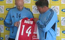Matthew Booth shows his new Ajax Cape Town t-shirt after officially signing with the club. Picture: Alicia Pillay/EWN