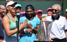 Viktoria Azaranka of Belraus speaks as Serena Williams of USA and Raymond Moore, CEO of the Indian Wells Tennis Garden, look on during the trophy presentation ceremony after the womens final at the BNP Paribas Open at the Indian Wells Tennis Garden in Indian Wells, California, 20 March, 2016. Picture: AFP.
