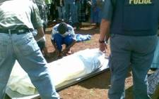 Police remove a body from a crime scene. Picture: Nomsa Maseko/Eyewitness News