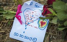 About 3000 people attended a vigil for Franziska Blöchliger at Tokai forest in Cape Town to pay their respects with notes and flowers. Picture: Thomas Holder/EWN.