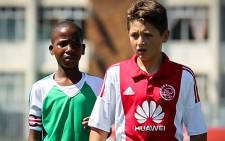 'Mandoza' and Liam Bern compete against each other at the Ajax FC and Blikkiesdorp United friendly game. Picture: Anthony Molyneaux/EWN