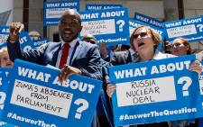 FILE: DA leader Helen Zille and the party's Parliamentary leader Mmusi Maimane lead a protest outside Parliament on 20 November 2014. Picture: EWN