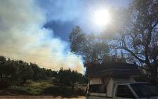 Several people filled their vehicles with belongings and fled farms in the Paarl region on 17 January 2017 amid firefighting efforts. Picture: Ilze-Marie le Roux/EWN.