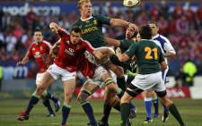 Springbok flank Schalck Burger (C) fails to catch the ball on 17 June 2009 during the second Test match against the British and Irish Lions at Loftus Versfeld Stadium in Pretoria, South Africa. Picture: APF