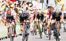 Team Dimension Data for Qhubeka's Edvald Boasson Hagen (far right) sprints for the finish line on stage 16 of the Tour de France. Picture: @LeTour/Twitter