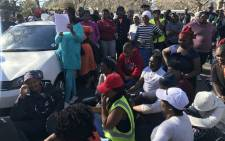 Westlake residents hand over a memorandum of demands to ward councillor Penny East on 4 June 2018. Picture: Kaylynn Palm/EWN