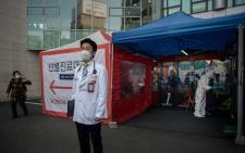 Hospital president Kim Sang-il (C) stands outside a COVID-19 novel coronavirus testing booth at Yangji hospital in Seoul on 17 March 2020. Picture: AFP