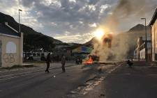 Hangberg residents took to the streets on 14 September 2017 after Fisheries Department officials failed to show up for a meeting with them over proposed quota fishing cuts. Picture: Monique Mortlock/EWN.