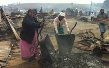 Khayamnandi residents rebuild their homes following a shack fire on 15 March 2013 that destroyed about 1, 600 shacks. Picture: EWN