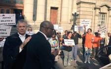 FILE: Zwelethu Mthethwa leaves the Western Cape High Court with his lawyer. Picture: Xolani Koyana/EWN