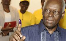 Angolan President Jose Eduardo Dos Santos shows his ink marked finger as prove of his ballot cast on 31 August, 2012. Picture: AFP.