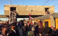 FILE: Commuters cram onto a train at the Khayelitsha station on 30 November 2017. Picture: Cindy Archillies/EWN