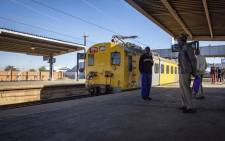 FILE: Commuters ready themselves to board a train at Naledi station on 28 May 2018. Picture: Thomas Holder/EWN.