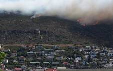 FILE: At least 120 fire-fighters are battling a blaze between Glencairn Heights and Fish Hoek on 19 November 2014. Picture: Twitter via @garyronald1.