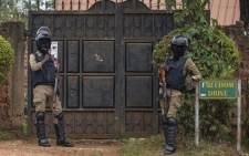 Security forces are seen at the house of Presidential candidate Robert Kyagulanyi, also known as Bobi Wine, in Magere, Uganda, on 16 January 2021, ahead of Uganda's election results announcement. Picture: Sumy Sadurni/AFP