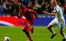 Swansea City's English midfielder Jonjo Shelvey (R) chases Liverpool's English forward Daniel Sturridge during the English Premier League football match between Swansea City and Liverpool at The Liberty stadium in Swansea, south Wales on 16 September 2013. Picture: AFP