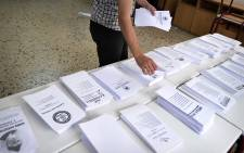 Greek ballot papers get counted on 17 June 2012. Picture: AFP
