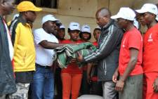 Malawian Youth Movement for Development members hand over blankets and first necessity goods to Malawian people homeless and displaced due to heavy rains and massive floods of the last days on 15 January 2015. Picture: AFP.