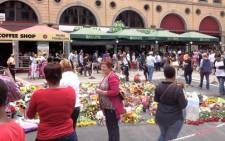 Tributes continue to be placed at Nelson Mandela Square in Sandton City. Picture: Marc Lewis/EWN.