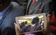 FILE: Zimbabwean President Mugabe is caught on an iPad as he makes his way through the University of Fort Hare sports complex and onto stage to the singing and cheering of the audience. Picture: Thomas Holder/EWN.