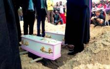FILE: The tiny coffins of Yonelisa and Zandile Mali are pictured shortly before burial on 19 October 2013. Picture: EWN.